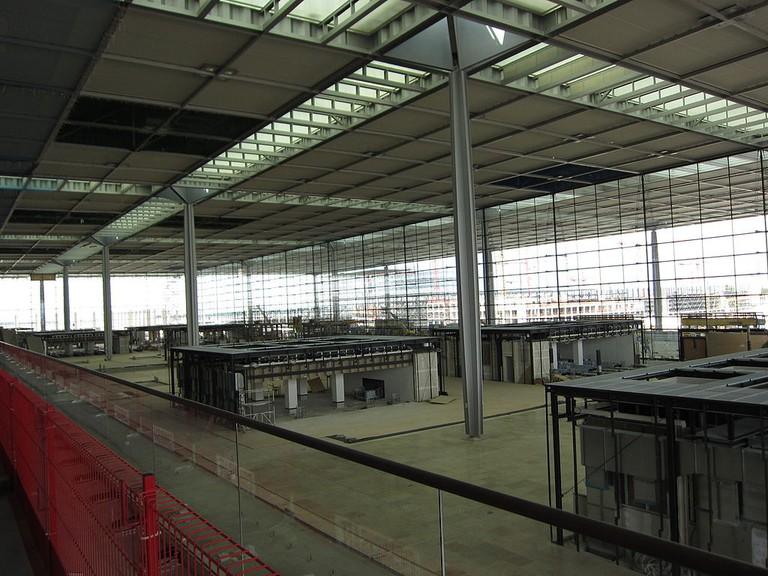 1024px-Airport_Berlin_Brandenburg_Terminal_2011_06_26
