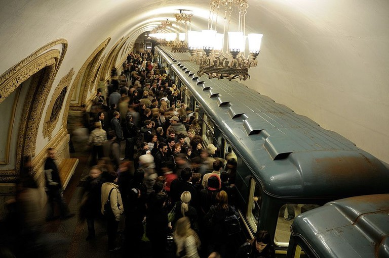 1024px-Moscow_MetroCrowded_(pixinn.net)