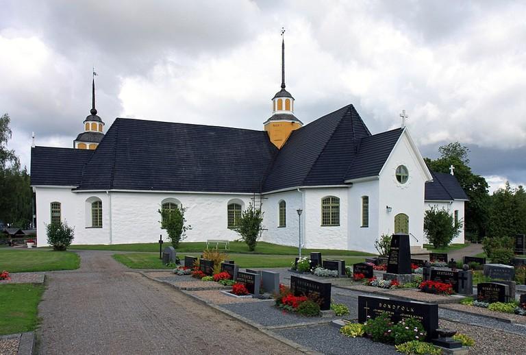 1024px-Närpiön_kirkko_-_Närpes_kyrka