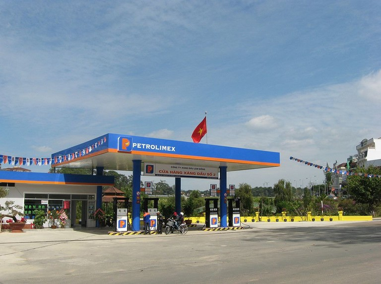 Petrolimex Station | © Diane Selwyn/WikiCommons