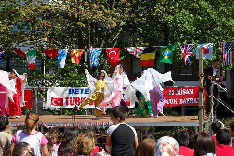 1024px-Türkisches_Kinderfest_2007_02