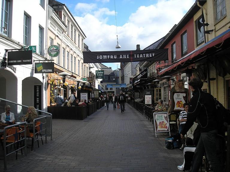 1200px-Aalborg_jomfru_ane_gade_3