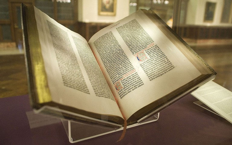 1200px-Gutenberg_Bible,_Lenox_Copy,_New_York_Public_Library,_2009._Pic_01