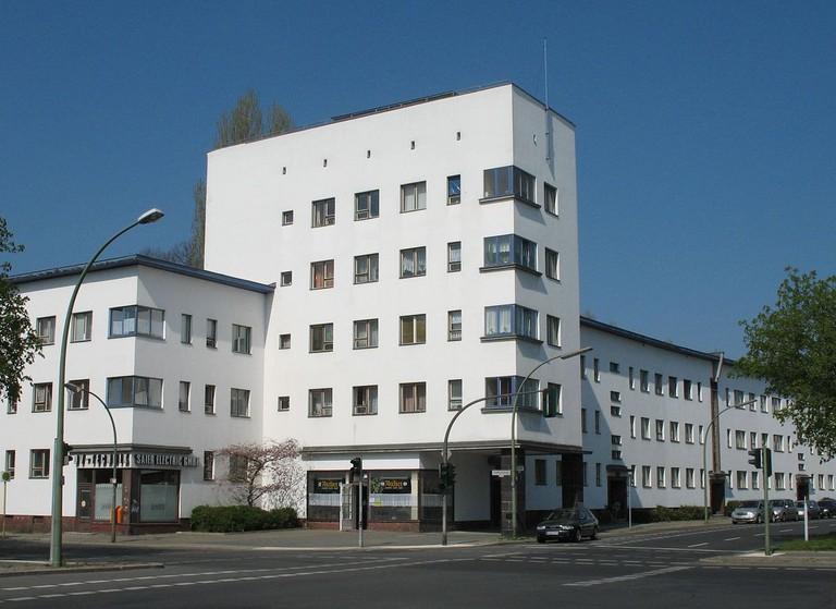 1200px-Weisse_Stadt_Aroser_121