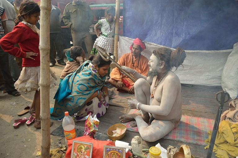 1280px-Naga_Sadhu_and_Devotees_-_Gangasagar_Fair_Transit_Camp_-_Kolkata_2013-01-12_2805