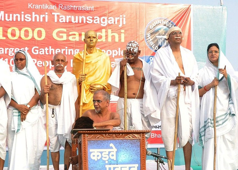 Noted Digambar Jain saint Tarun Sagar Maharaj (centre) at an event honouring Mahatma Gandhi