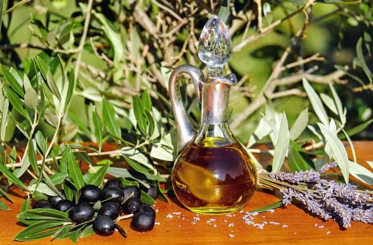 "<a href=""https://pixnio.com/still-life/leaf-oil-food-olives-liquid-still-life-nutrition"" rel=""noopener"" target=""_blank"">Jug of olive oil"
