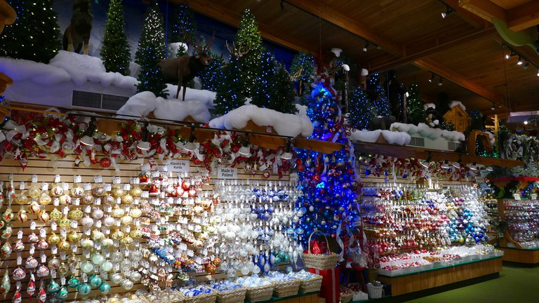 8,000 styles of ornaments are sold at Bronner's | © Mark Cameron/Flickr