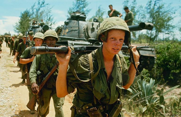 American troops in Vietnam | © manhhai/Flickr (original by Paul Schutzer)