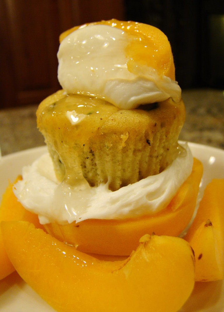 Pineapple rum cake with apricot