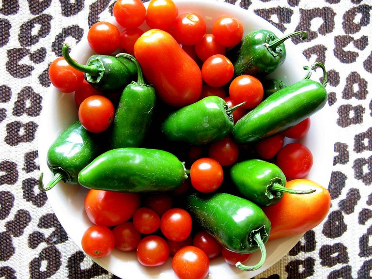 There's no rule with salsas, both red and green can be hot│