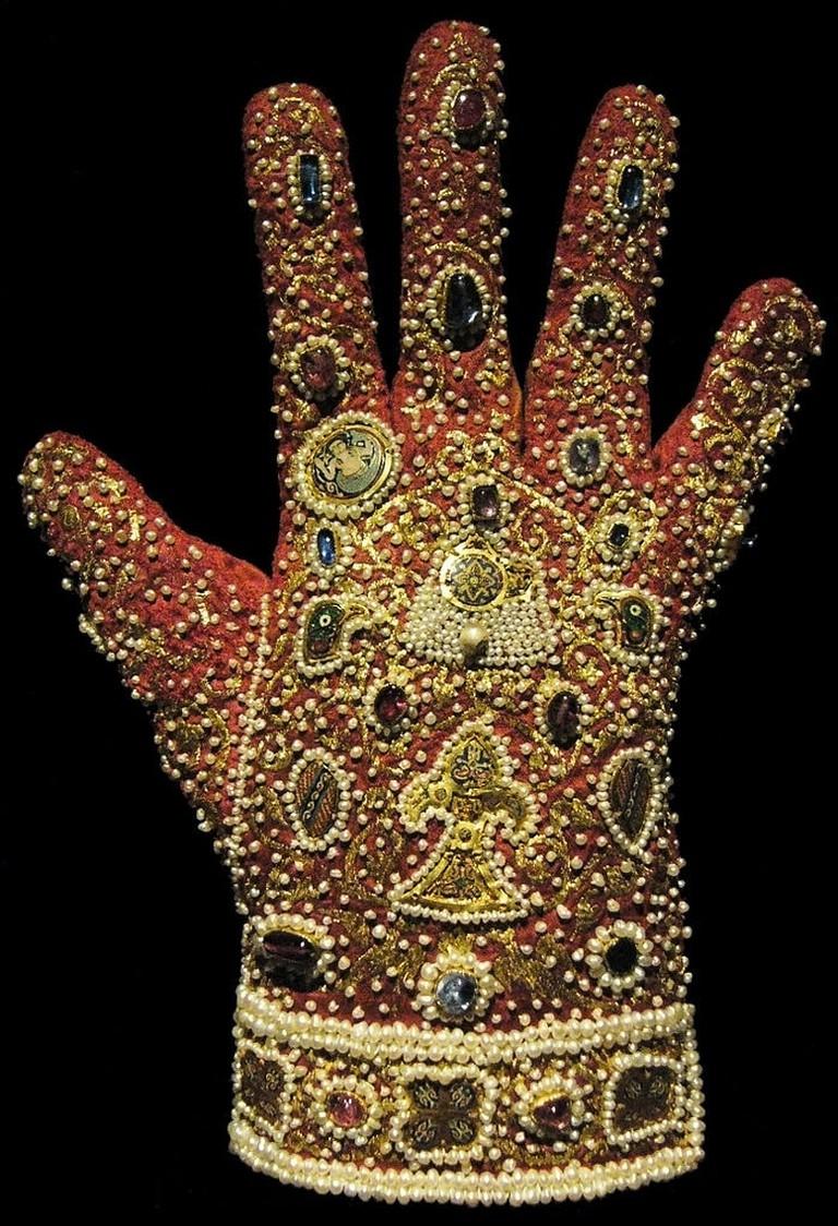 699px-Handschuh_Palermo