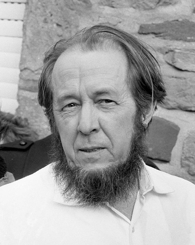 718px-Aleksandr_Solzhenitsyn_1974crop
