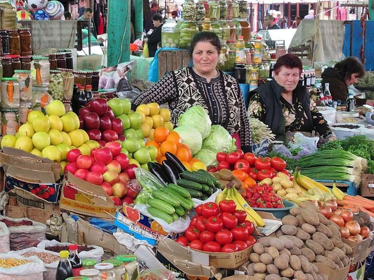 800px-Stepanakert_Market_(37282898830)