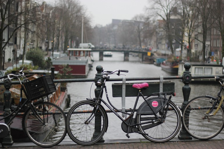 amsterdam-2696741_1920