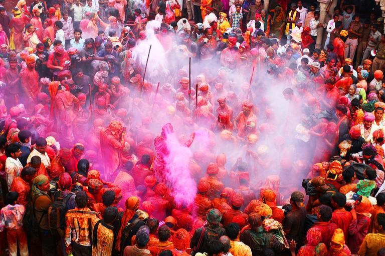 Married women and men taking part in Lathmar Holi ritual in Barsana, Uttar Pradesh