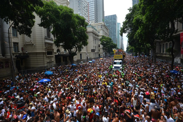 The crowds at the Cordão do Bola Preta bloco