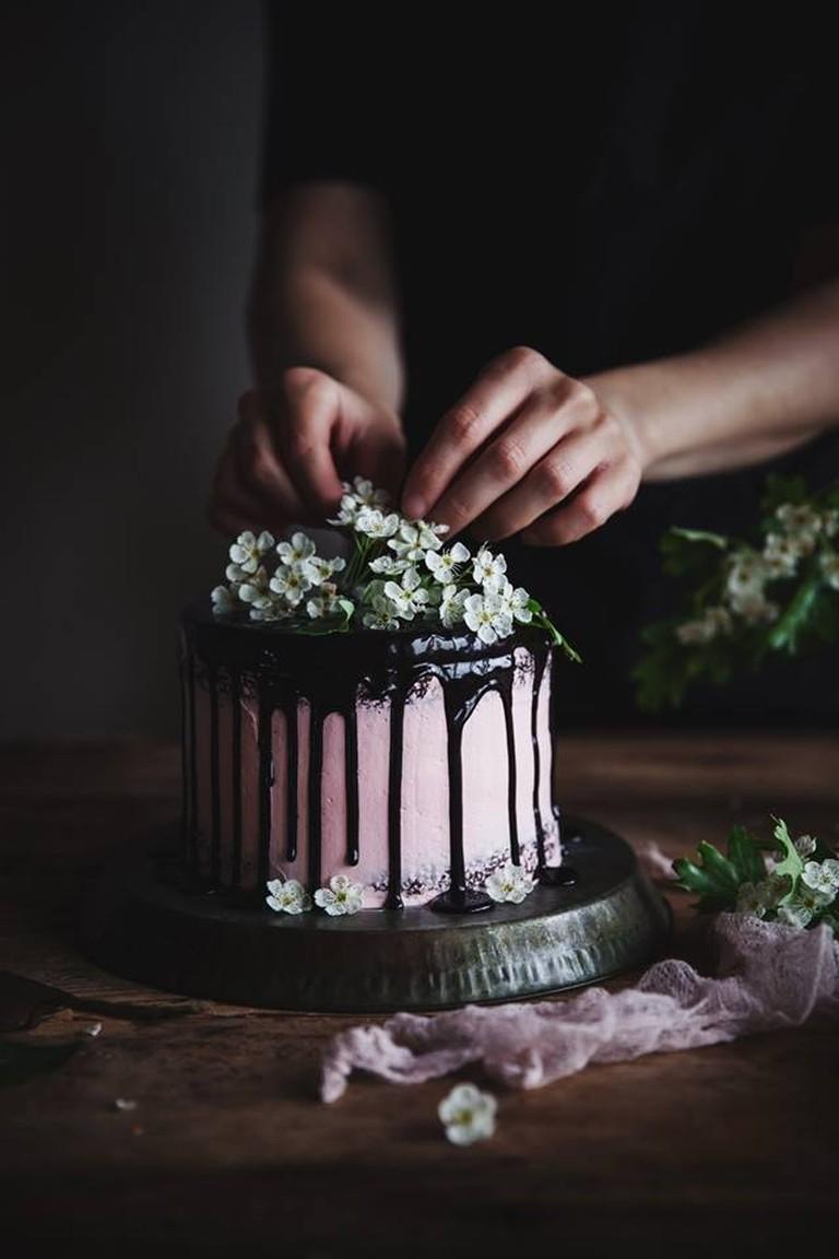 Cake decorating | Courtesy of Call me Cupcake