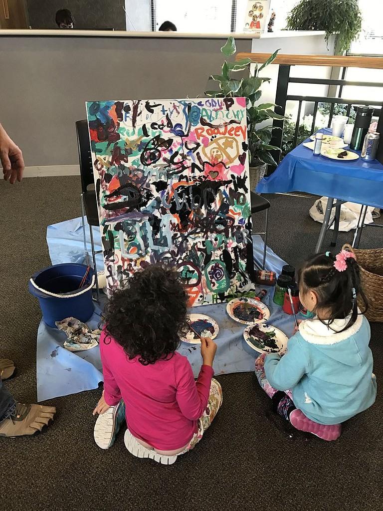 Children_painting_at_Pangea