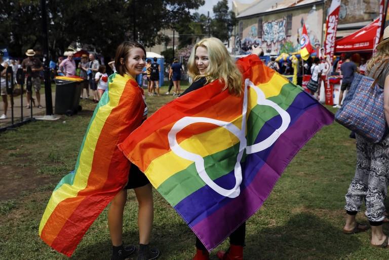 Couple at Mardi Gras Fair Day | © Courtesy of Ann-Marie Calilhanna:Sydney Gay and Lesbian Mardi Gras