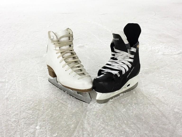 https://pixabay.com/en/ice-skating-romance-figure-skate-1215114/