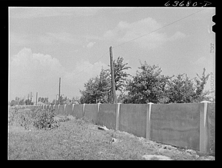 Detroit_WallThe Eight Mile Wall in 1941 | © John Vachon/WikiCommons