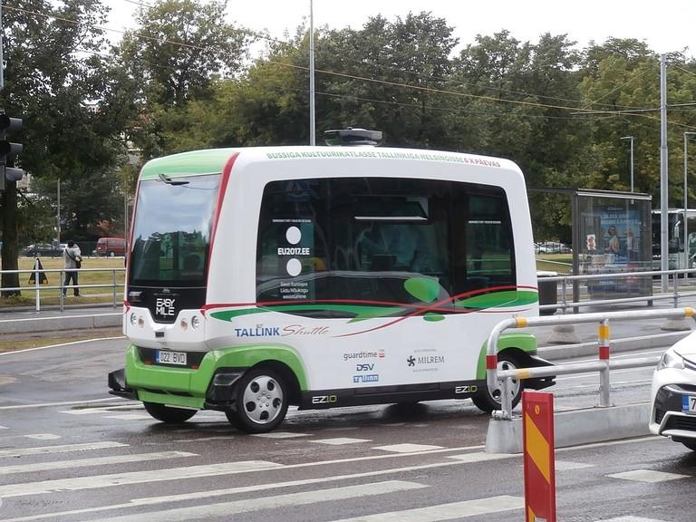 Easymile_driverless_bus_licence_plate_022_BVD_Mere_puiestee_Tallinn_4_August_2017
