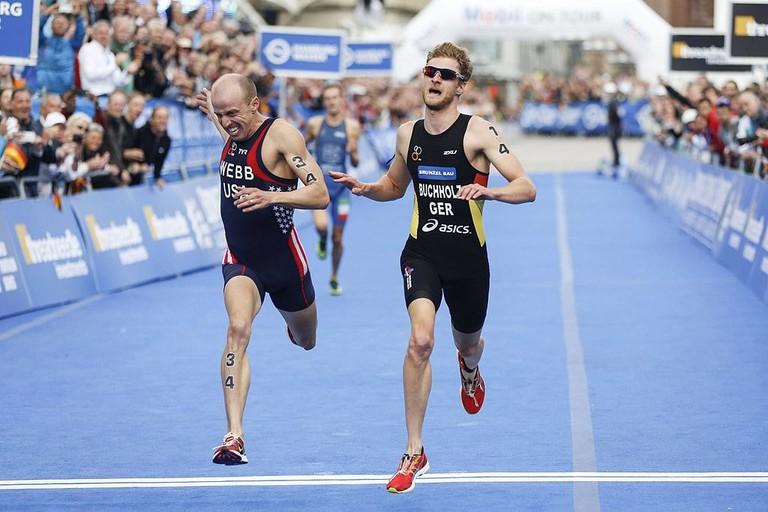 Gregor_Buchholz_finishs_at_2014_ITU_World_Triathlon_Hamburg