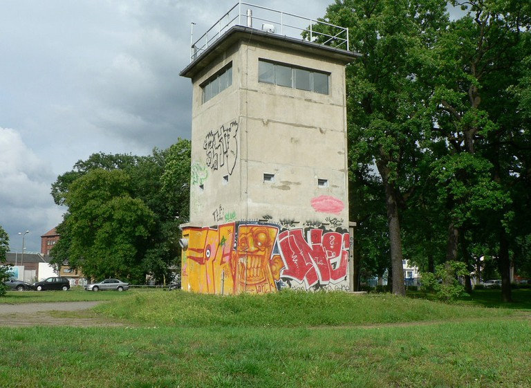 Grenzwachturm_Berliner_Mauer