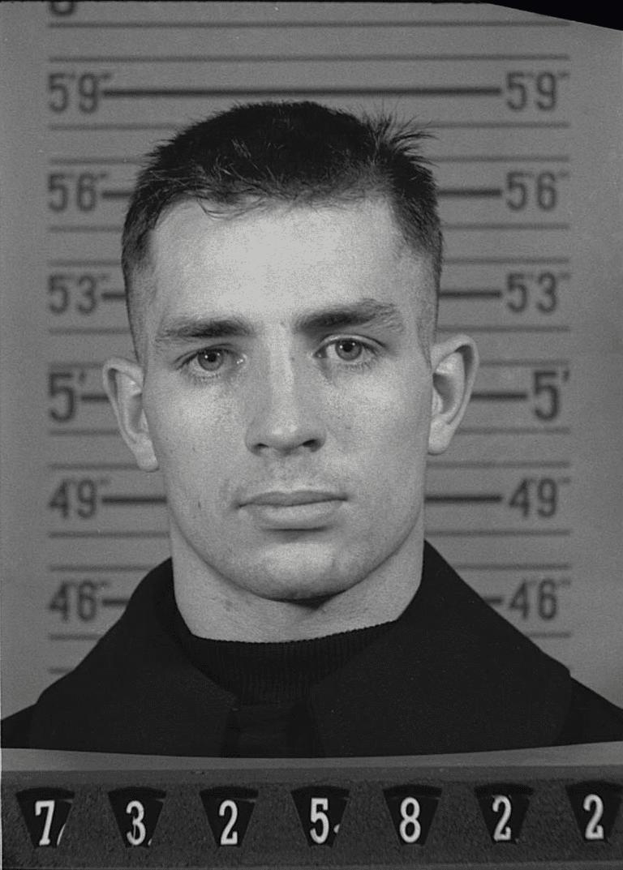 Jack_Kerouac_Naval_Reserve_Enlistment,_1943