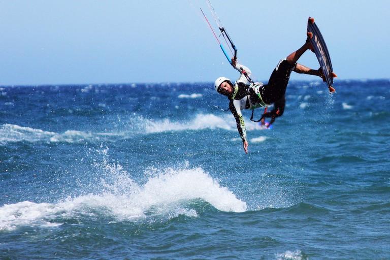 kitesurfer oakura | ©quepasasi/pixabay