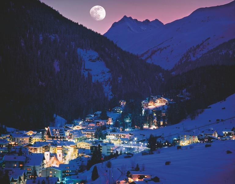 lowres_00000024332-st-anton-am-arlberg-at-night-winter-oesterreich-werbung-Josef Mallaun