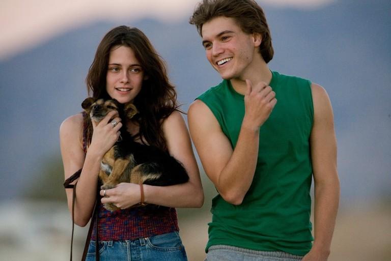 Kristen Stewart and Emile Hirsch in Into the Wild