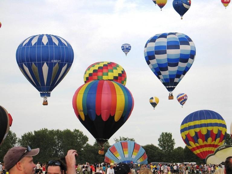 https://en.wikipedia.org/wiki/International_Balloon_Festival_of_Saint-Jean-sur-Richelieu#/media/File:Mongolfi%C3%A8res_Saint-Jean_5.jpg