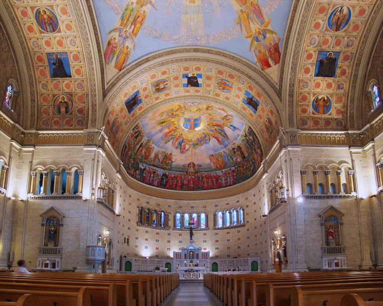 https://en.wikipedia.org/wiki/Church_of_the_Madonna_della_Difesa#/media/File:Montreal_NDDefense2_tango7174.jpg