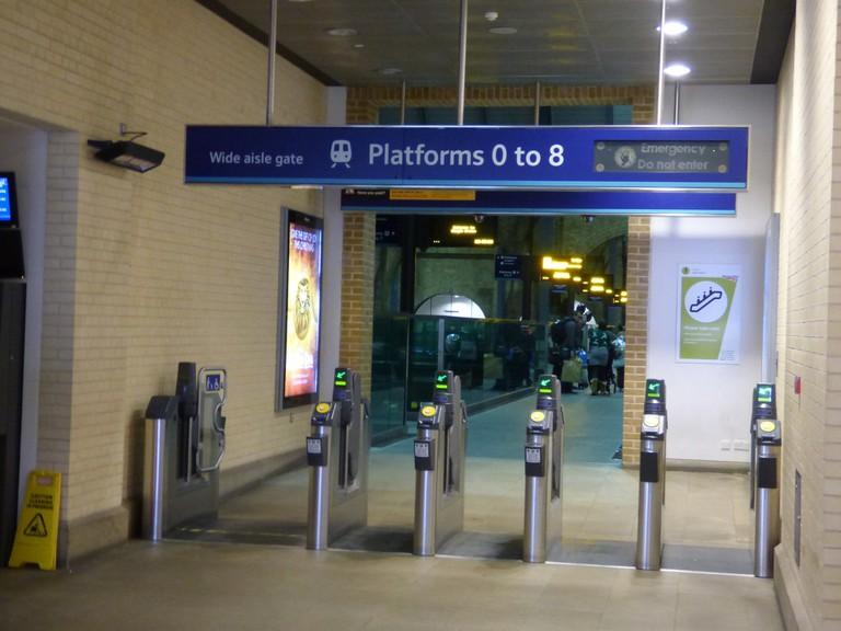 Signage featuring Platform 0