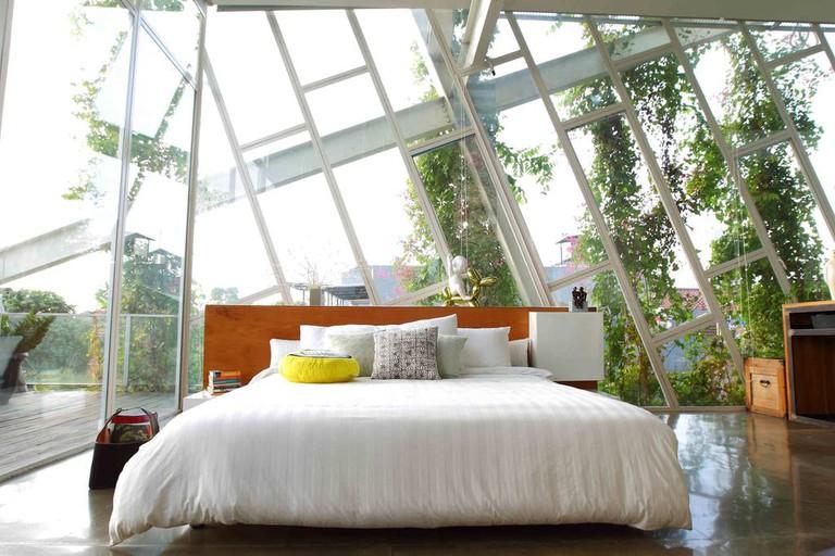 rumah miring bedroom