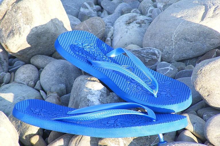 sandals-1143265_1280