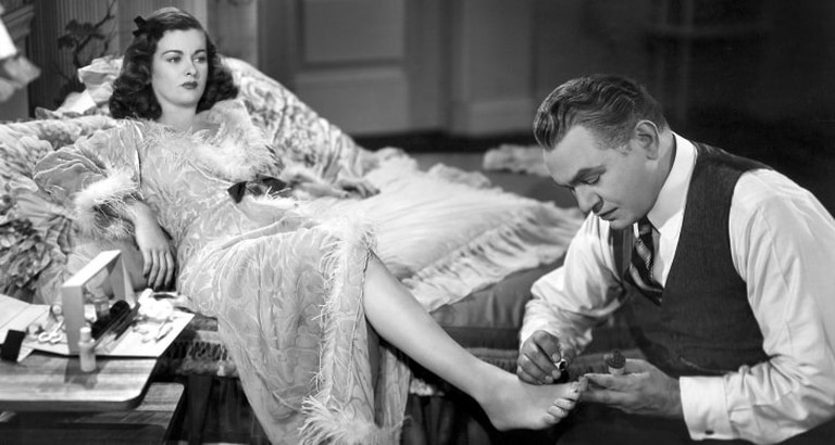 Chris (Edward G. Robinson) anoints Kitty (Joan Bennett) in Scarlet Street