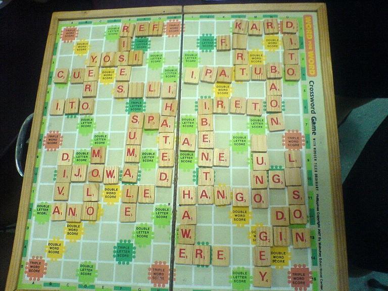 Filipino scrabble game