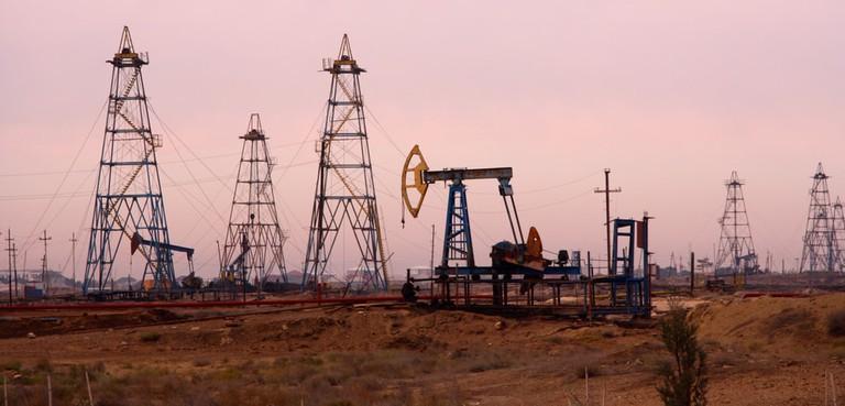 A typical oil field found around Azerbaijan | © Ben Hardman/Shutterstock