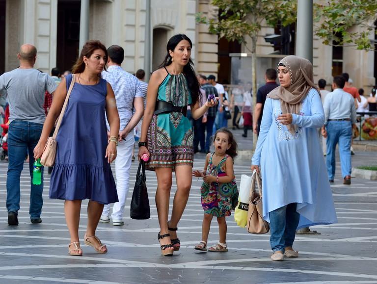 Women in Baku's Nizami Street | © Alizada Studios/Shutterstock