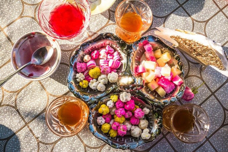 Enjoy endless Azeri tea with sweets when in Azerbaijan | © Alex Marakhovets/Shutterstock