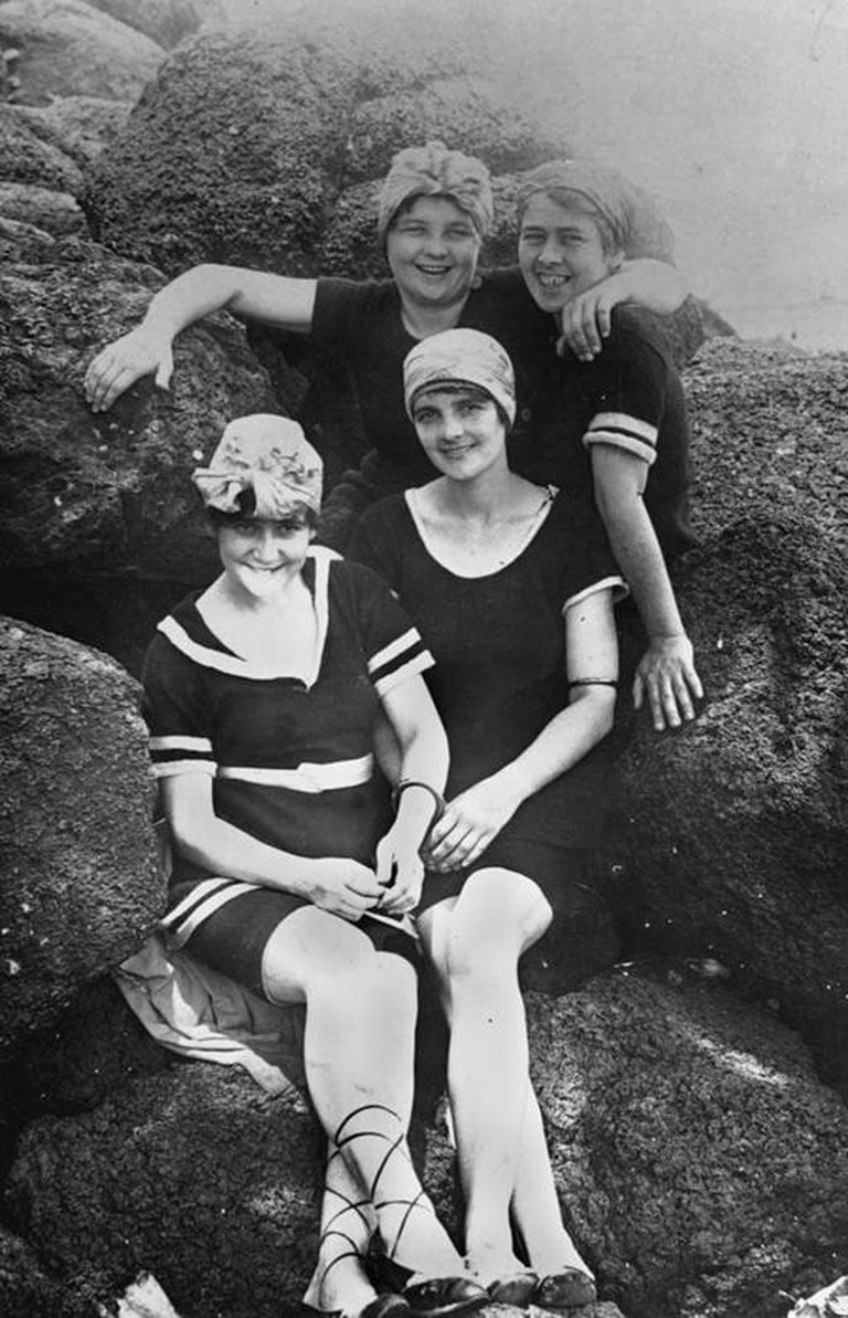 StateLibQld_1_80287_Group_of_women_posing_in_their_swimming_costumes_on_the_rocks_at_Tweed_Heads,_1920-1930