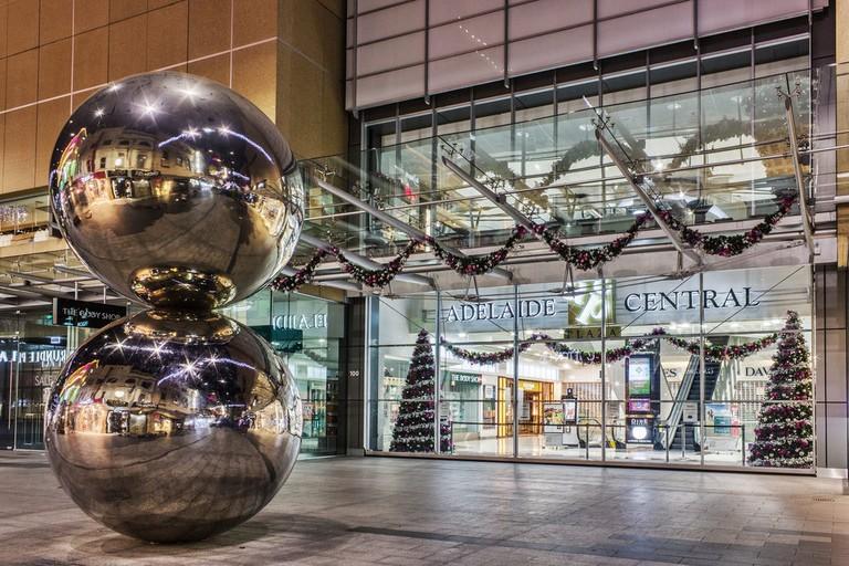The Malls Balls on Rundle Mall | © Danijel-James Wynyard/Wikimedia Commons
