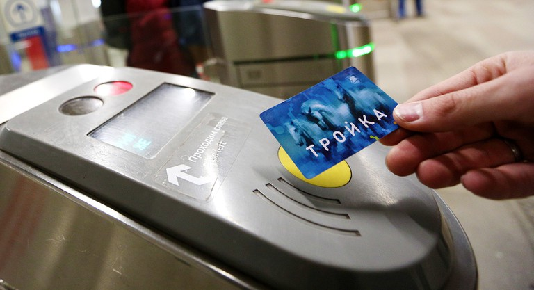 Troyka_transports_card_-_turnstile_validator
