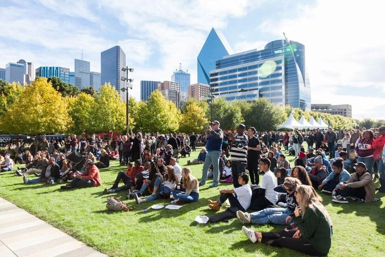 Crowds on the grass at Klyde Warren Park │Courtesy of Klyde Warren Park