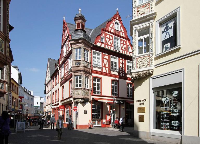 1024px-Altstadt_Koblenz,_Fachwerk_der_Häusergruppe_vier_Türme,_Marktstraße