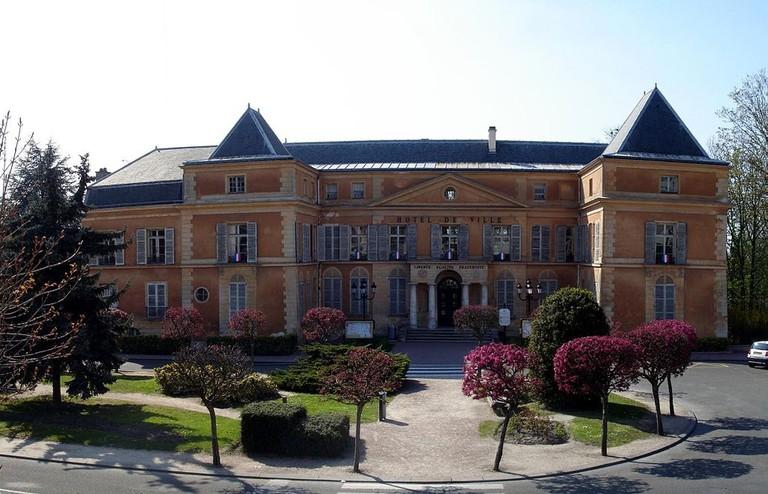 1024px-Clichy-sous-Bois_-_Hotel-de-Ville_02