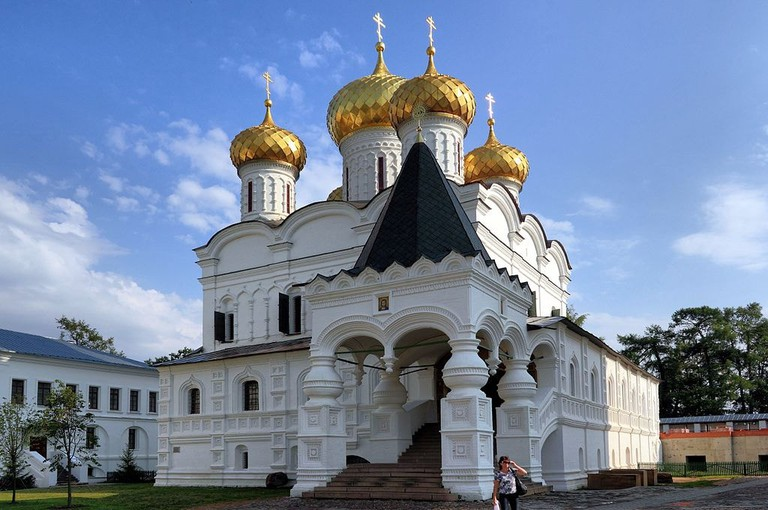 1024px-Kostroma_Ipatiev_Monastery_Trinity_Cathedral_IMG_0651_1725